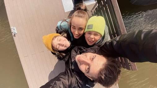 Киевское море и уличная еда: Ксения Мишина показала, как проводит локдаун с Эллертом и детьми