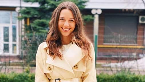 Дружина Григорія Решетника показала стильний весняний образ у тренчі: фото