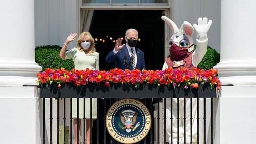 В Белый дом пришел Пасхальный кролик: вместе с Байденами он обратился к американцам