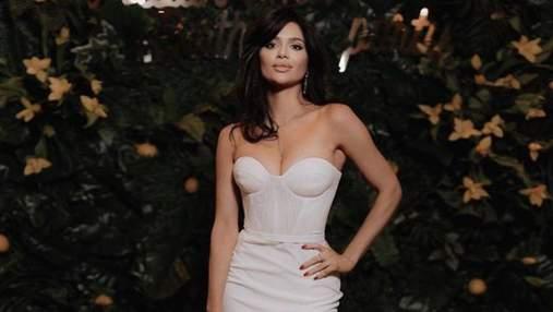 """Ексучасниця """"Холостяка-11"""" відвідала вечірку у звабливій сукні та з сумкою Louis Vuitton: фото"""