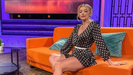 """Учасниця """"Холостяка-11"""" похизувалася стрункими ногами у короткій сукні: спокусливе фото"""