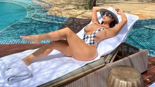 Сексапильная Деми Роуз позировала обнаженной: откровенное фото 18+