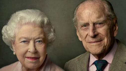 Королівська сім'я поширила зворушливе фото принца Філіпа і Єлизавети II
