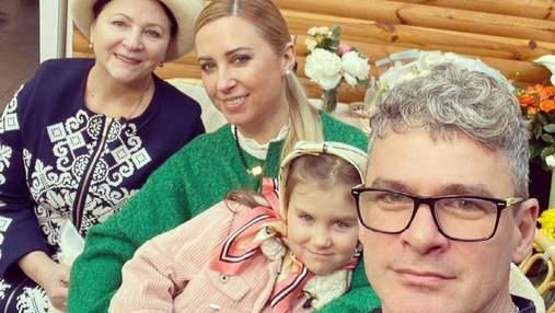 Тоня Матвієнко показала маму, чоловіка та доньку: рідкісне сімейне фото