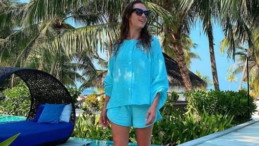 Христина Решетник у блакитному костюмі позувала на Мальдівах: фото нового образу