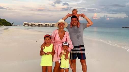 Великдень на Мальдівах: Григорій Решетник замилував святковим фото з сім'єю