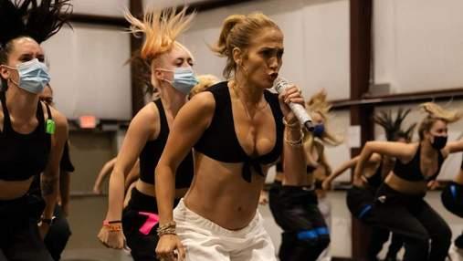 Дженніфер Лопес у надзвичайно відвертому топі показала репетицію свого виступу: спекотне фото