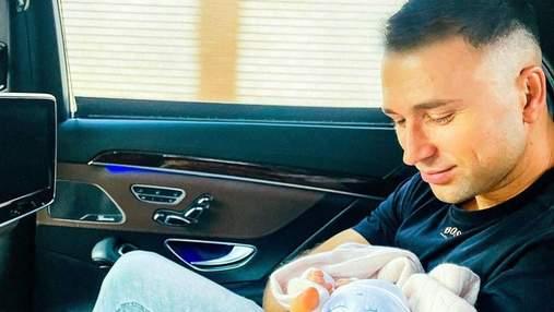 Дівчатка сплять, – Макс Михайлюк замилував мережу фото з коханою і донькою