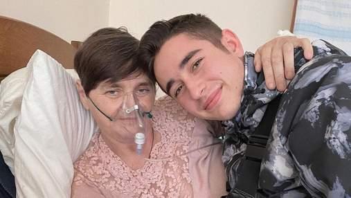 Роман Сасанчин показав маму, яка вчиться ходити після боротьби з COVID-19
