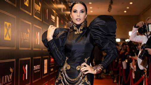 Настя Каменских поразила роскошным образом в черном мини-платье: эффектные фото с YUNA-2021