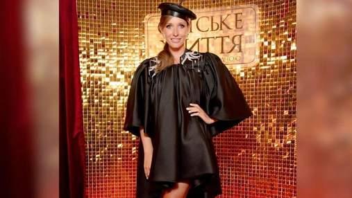 Беременная Катя Осадчая ошеломила изысканным образом в черном платье: фото