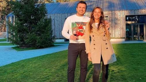 Григорий Решетник поразил романтическим танцем с женой на съемочной площадке: видео