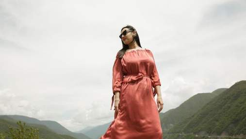 Соломія Вітвіцька зачарувала ніжним образом в атласній сукні: фото