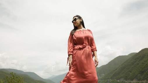 Соломия Витвицкая очаровала нежным образом в атласном платье: фото