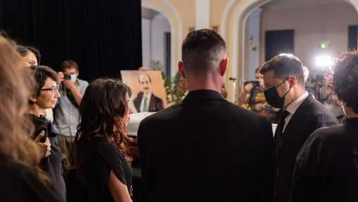 Зеленський приїхав на церемонію прощання з легендарним танцюристом Чапкісом