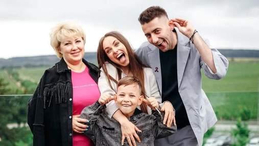 З Еллертом, сином і мамою: Ксенія Мішина відсвяткувала день народження в Криму