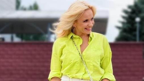 Лилия Ребрик очаровала повседневным образом в элегантной блузке: фото