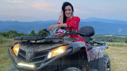 Соломія Вітвіцька покаталась на квадроциклі: розкішні фото з Карпат
