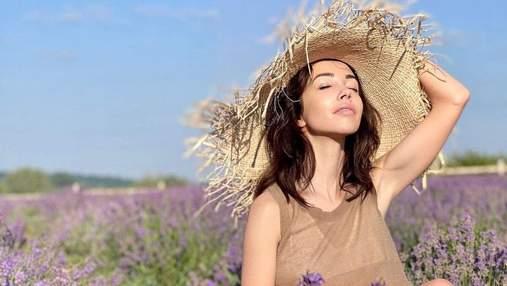 Катерина Кухар позувала в елегантному образі серед лавандового поля: неймовірні фото