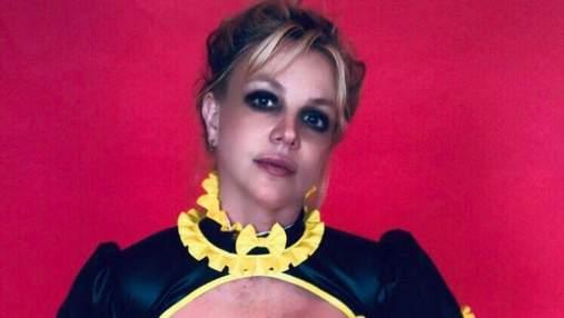 Демонстрирует протест отцу: Бритни Спирс снова обнажила грудь – видео
