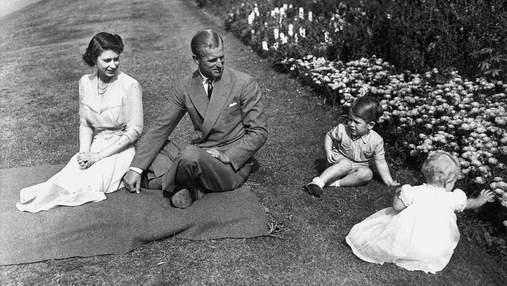 З принцом Філіпом і Єлизаветою II: принц Чарльз показав фото, зроблене 70 років тому