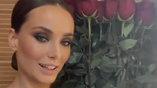 В годовщину отношений с Эллертом: Ксения Мишина похвасталась огромным букетом роз
