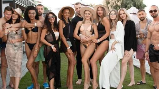 """Учасниці """"Холостяка-11"""" знову разом: Даша влаштувала вечірку біля басейну"""