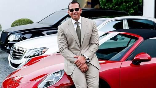 Алекс Родрігес сфотографувався з Porsche, який подарував Дженніфер Лопес: фани обурені