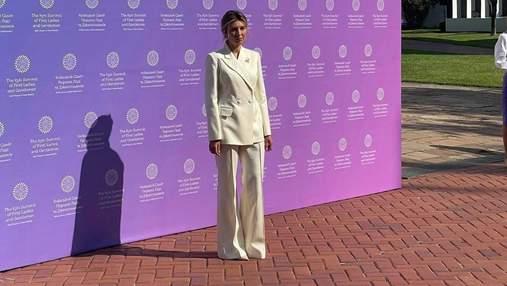 Олена Зеленська у молочному костюмі на саміті перших леді та джентльменів: ефектні фото