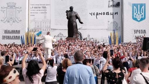 """Тисяча людей співали """"Червону руту"""": буковинці встановили рекорд України"""