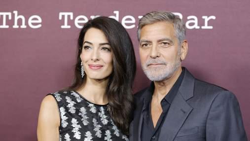 Джордж та Амаль Клуні вперше за 2 роки вийшли на публіку: такі ж закохані та красиві