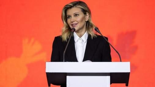 Олена Зеленська в чорному костюмі виступила у Дніпрі: фото ділового образу