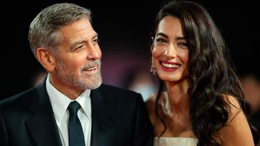 Знову разом: розкішні Джордж та Амаль Клуні з'явилися на кінопрем'єрі в Лондоні