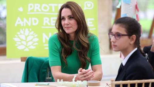 Кейт Міддлтон з'явилась на діловій зустрічі у зеленому пальті: фото трендового образу