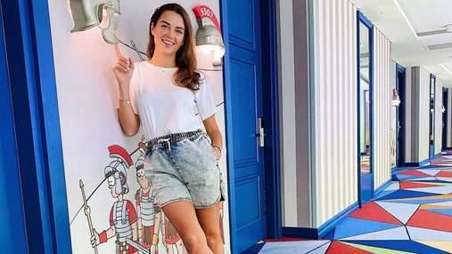 Кристина Решетник показала стильный образ для отпуска: фото в шортах и футболке