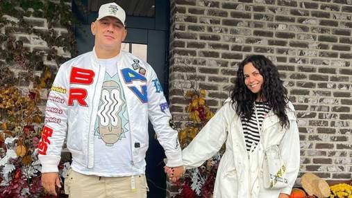 Настя Каменських позувала вдома з чоловіком: фото зіркового подружжя