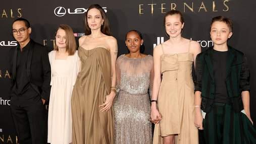 Анджеліна Джолі вийшла на червону доріжку з п'ятьма дітьми: рідкісні фото