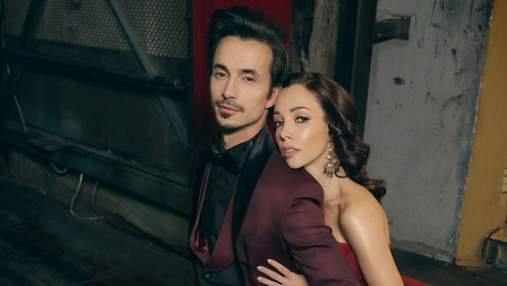 Катерина Кухар позувала в романтичній фотосесії з чоловіком: кадри з театру