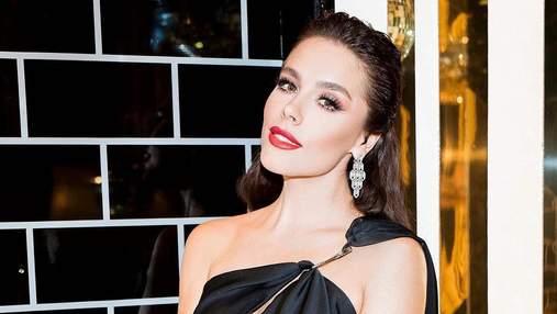 В платье с разрезом и украшениями Bulgari: Иванна Онуфрийчук позировала в эффектном образе